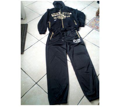 Photos Vivastreet SURVETEMENT homme, zippé, noir et or, à capuche _ TBE