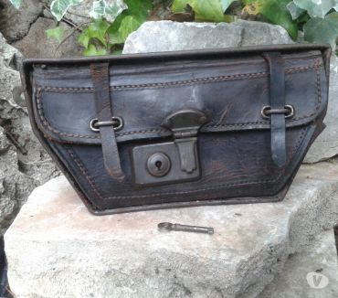 Photos Vivastreet trousse a outils cuir moto ancêtre, old motorcycle toolbox