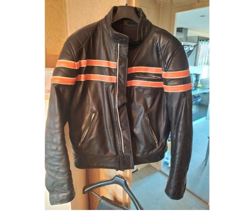 Photos Vivastreet Magnifique blouson moto neuf taille XL renforts poches