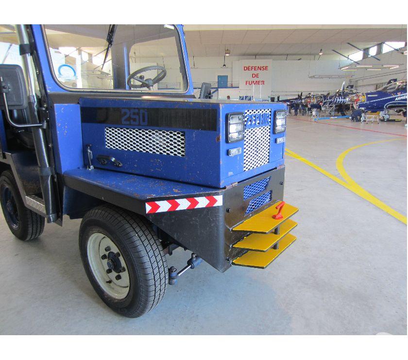 Photos Vivastreet Tracteur industriel et d'aéroport ZEPHIR Modèle 250 P