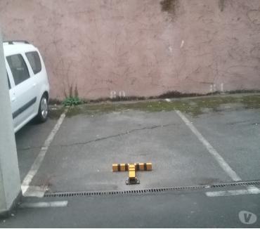 Photos Vivastreet Parking à louer près de françois verdier derrière un portail