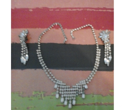 Photos Vivastreet collier et boucles en strass