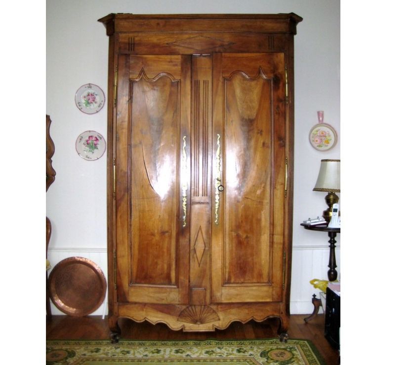 belle armoire vendeenne ancienne de style louis xv en. Black Bedroom Furniture Sets. Home Design Ideas