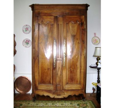Photos Vivastreet BELLE ARMOIRE VENDEENNE ANCIENNE de style LOUIS XV en NOYER