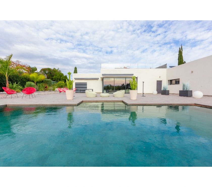 Photos Vivastreet BELLE  VILLA CONTEMPORAINE PLAIN PIED AVEC VUE MER - PISCINE