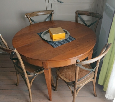 Photos Vivastreet Belle table ronde en bois