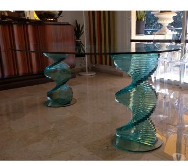 Photos Vivastreet Table en verre piètement en verre.