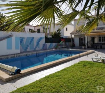 Photos Vivastreet Splendide villa V4 avec piscine à Pechão proche Olhão V-951