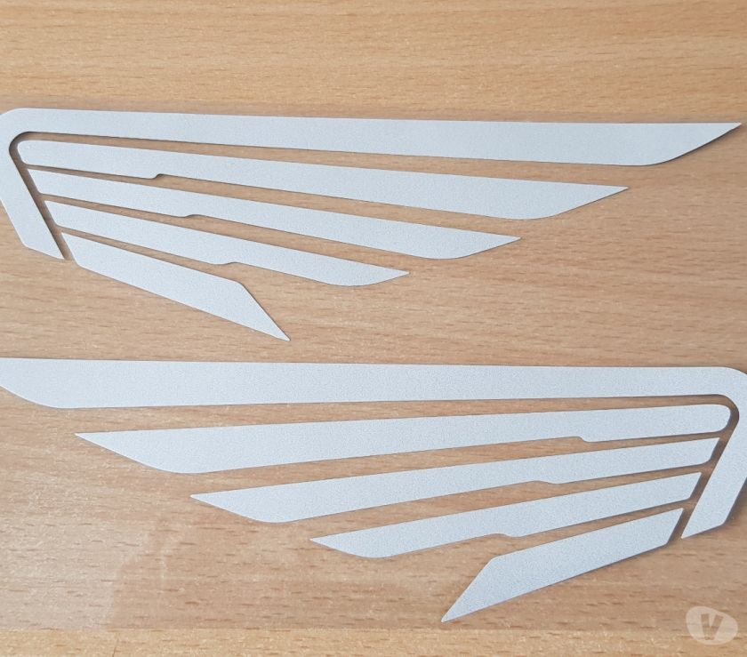 Photos Vivastreet Paire d'autocollant sticker ailes honda réfléchissant