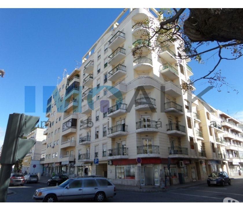Photos Vivastreet Spacieux F4 Avenue principale de Olhão A-847