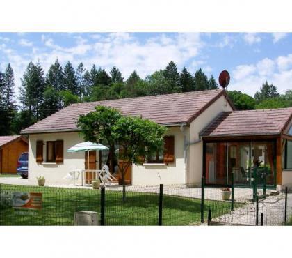 Photos Vivastreet Location maison en bordure de rivière dans village Jurassien