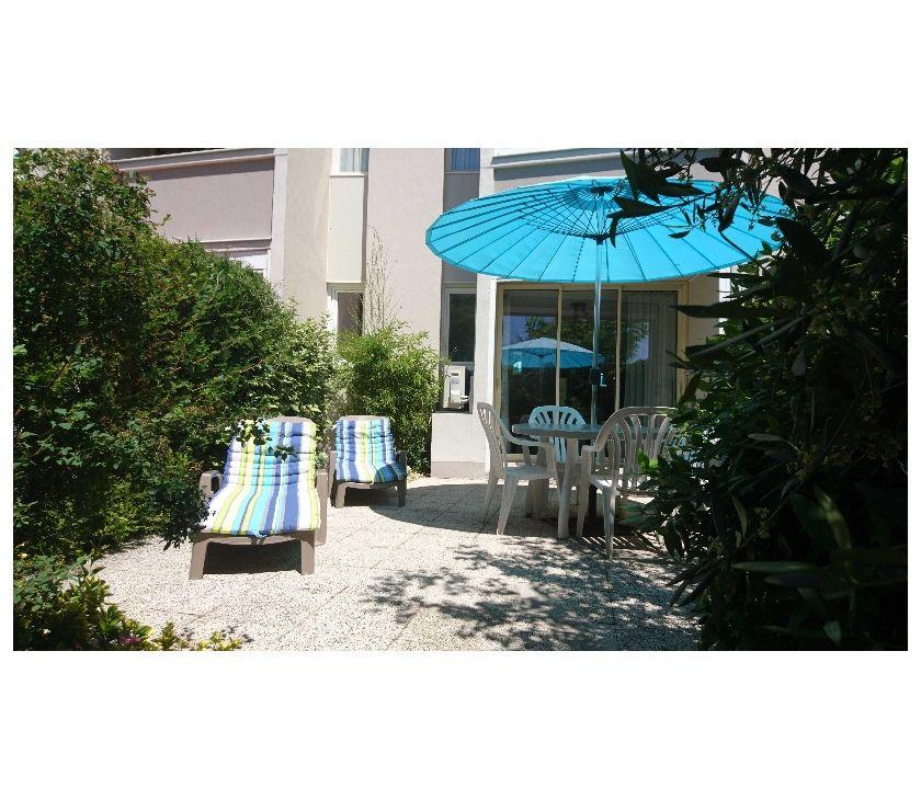 location saisonniere Alpes-de-Haute-Provence Greoux les Bains - 04800 - Photos Vivastreet GROUX T1 climatisé 2 étoiles de 31m² avec terrasse + jardin