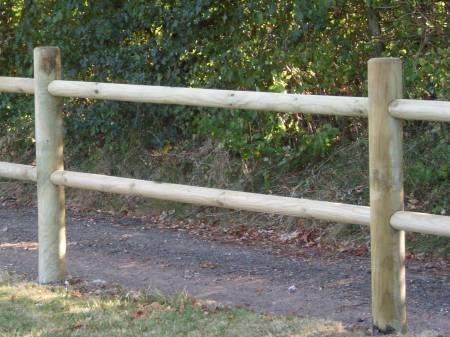 Cloture bois pour chevaux jardins prix pas cher qualite for Barriere de jardin pas cher