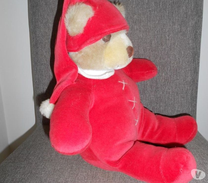 Photos Vivastreet Ours peluche hauteur 35CM habit et bonnet velours rouge TBE