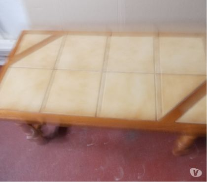 Photos Vivastreet table basse en bois et carrelage sur le dessus