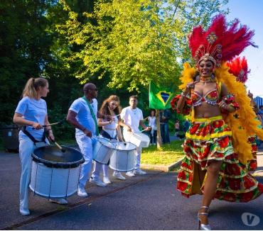 Photos Vivastreet Wim Batucada ,parade bresilienne tambours et danseuse bresil
