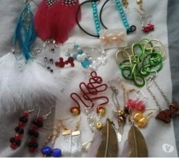 Photos Vivastreet lot de 79 paires de boucles d'oreilles
