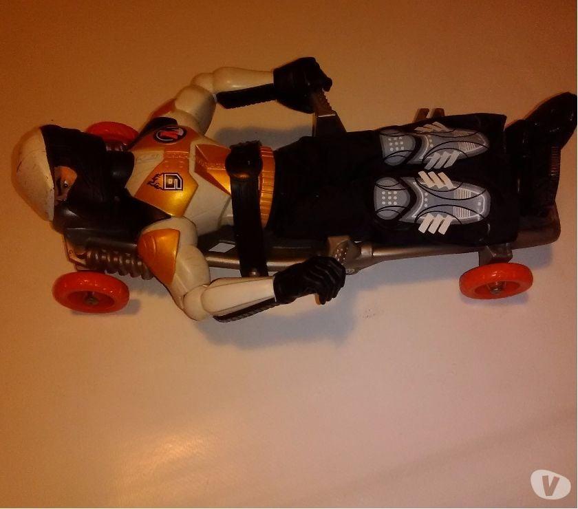 Photos Vivastreet Action man + accessoire de glisse