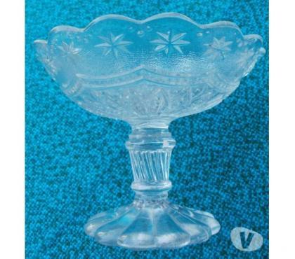 Photos Vivastreet Coupe ancienne ou présentoir en verre moulé - diamètre 11 cm
