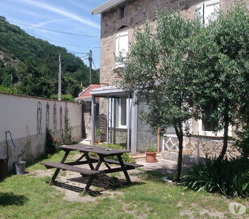 location saisonniere Ardèche Sarras - 07370 - Photos Vivastreet Gîte de Fanière en Ardèche verte.