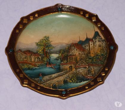 Photos Vivastreet Assiette en céramique,décor CHÂTEAU médiéval,signée