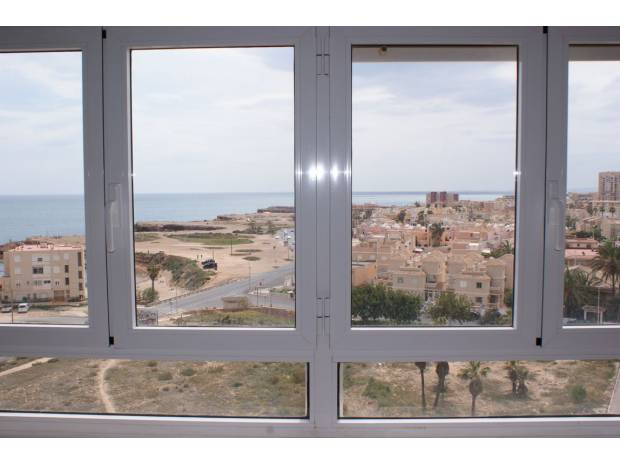 Photos Vivastreet TORREVIEJA 3 chambres vue mer face plage dernier étage !