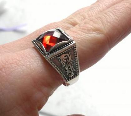 Photos Vivastreet Grosse bague diament rouge 925 de taille 64