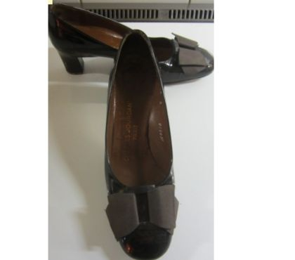 Photos Vivastreet escarpin cuir vernis noir charles jourdan