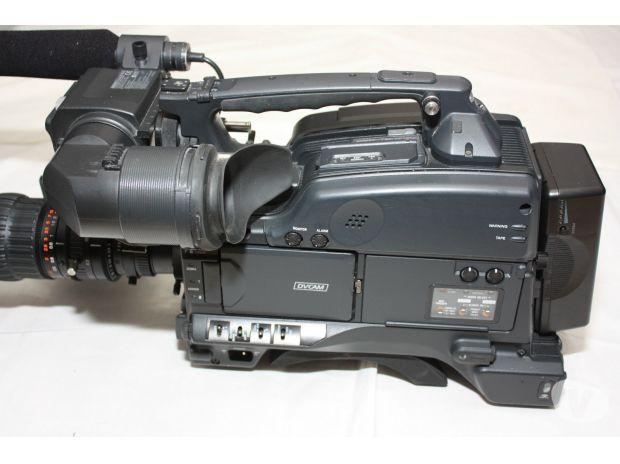 Photos Vivastreet SONY DVCAM DSR-400P + FUJINON CANON OU ANGENIEUX: 2200€