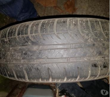 Photos Vivastreet Pneu Michelin sur Jante 165 70 r13