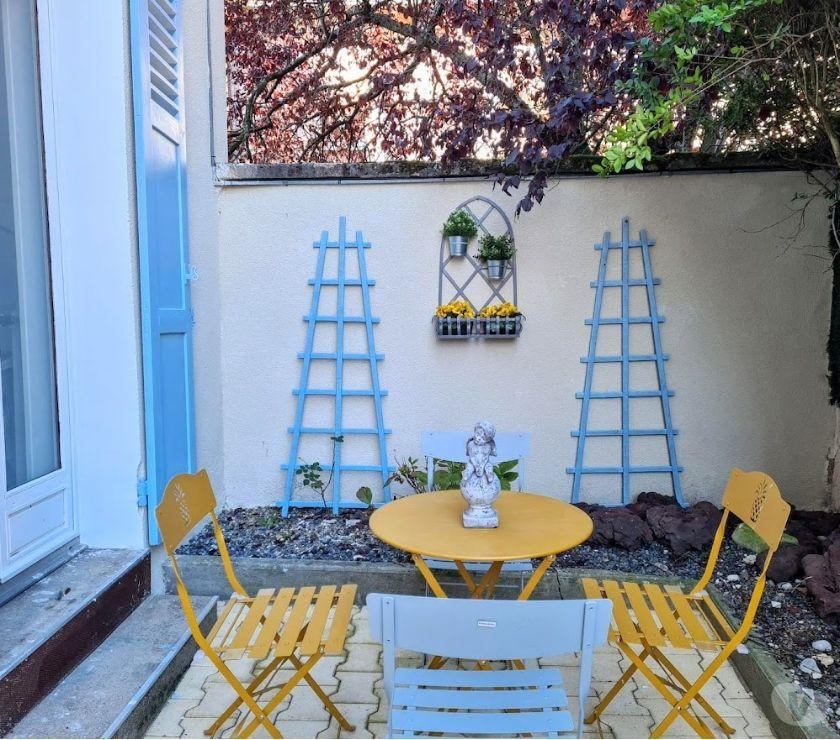 location de vacances vichy 03200 location saisonniere maison charme individuelle terrasse. Black Bedroom Furniture Sets. Home Design Ideas
