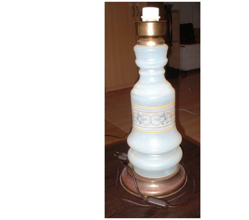 Photos Vivastreet lampe en verre avec frise de décor peint.