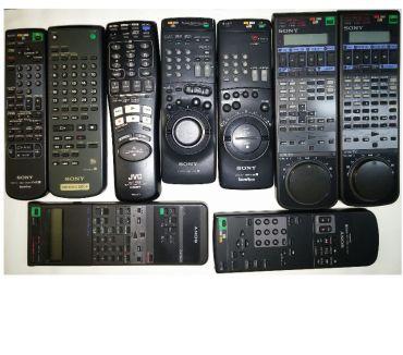 Photos Vivastreet Lot de 9 télécommandes, Hi8, VHS, TV etc sony et JVC