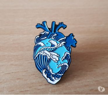 Photos Vivastreet broche badge pins pin's coeur et vague japonaise