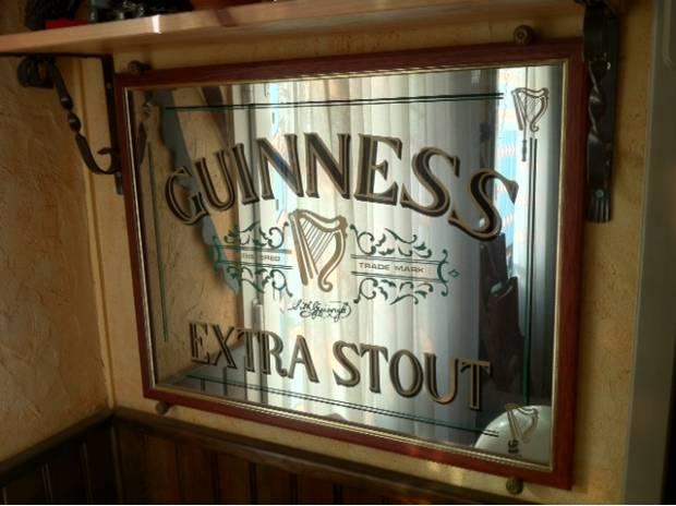 Guinness miroir paris 9 me ardt 75009 d coration for Miroir publicitaire