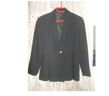 Photos Vivastreet VESTE FEMME NOIR BETTY BARCLAY TAILLE 38 BOUTON DORE