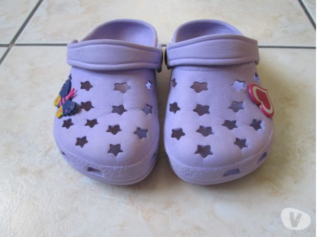 Photos Vivastreet Chaussons type CROCK'S taille 25.