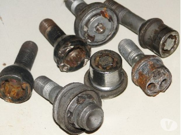 courier services Hampshire Portsmouth - Photos for Locking wheel nut removal service
