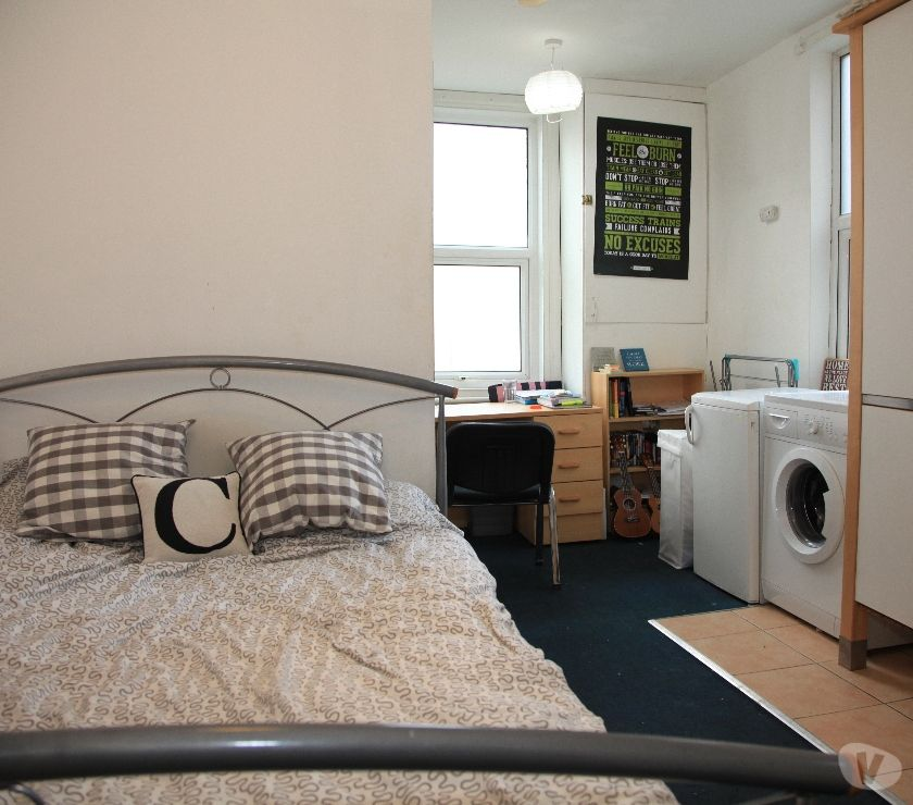 Property to Rent West Yorkshire Leeds - Photos for Double-bed studio flat, Own Exit, Parking, Close to centre