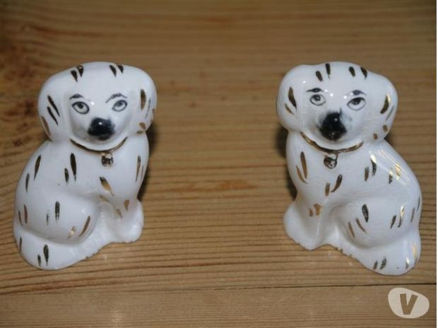souvenirs West Yorkshire Wakefield - Photos for Porcelain Staffordshire Dogs