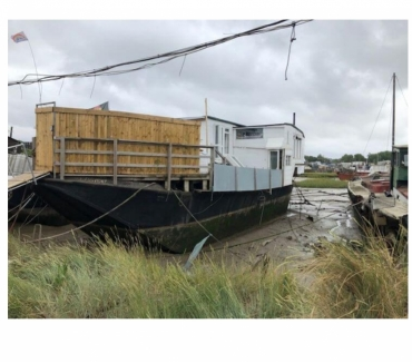 Photos for Unusual Houseboat - Ethermont