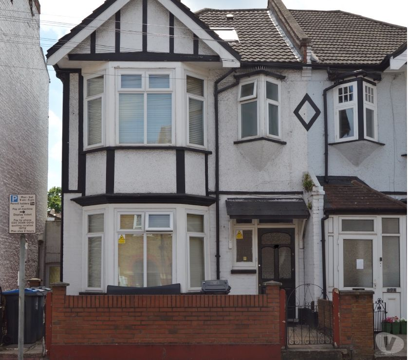 Property for Sale Surrey Croydon - Photos for 4 bed semi-detached house for sale