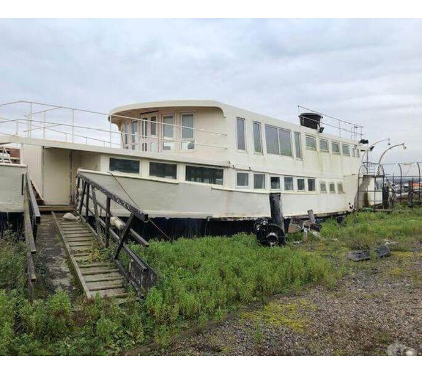 narrow boats for sale Kent Rochester - Photos for Amazing Venue with Houseboat Potential - Rochester Queen