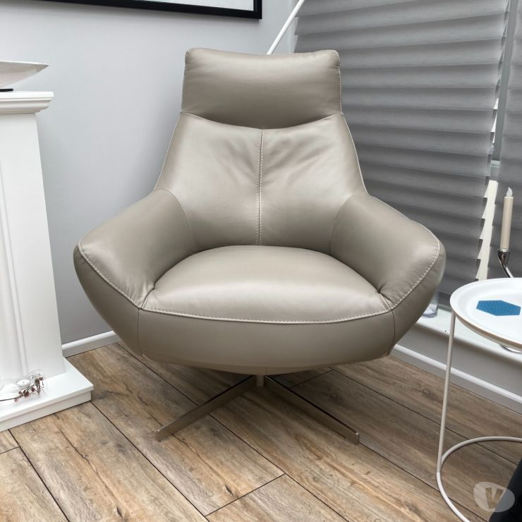 Furniture Ayrshire Kilmarnock - Photos for 2 leather swivel armchairs for sale