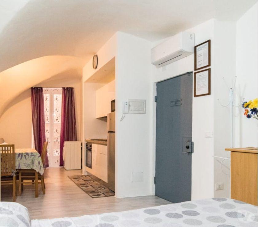 Appartamento Vacanze Imperia e provincia Sanremo - Foto di Vivastreet.it MONOLOCALE CENTRALE SANREMO RISTRUTTURATO 4 POSTI