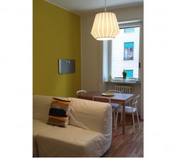 Foto di Vivastreet.it ampio bilocale giallo ristrutturato e arredato via egadi