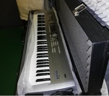 Foto di Vivastreet.it Tastiera Korg X2 + custodia rigida Sint Roland RS9 88 Tasti