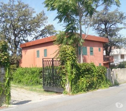 Foto di Vivastreet.it villa a due piani con giardino vista mare