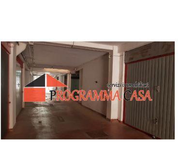 Foto di Vivastreet.it TORVAjANICA VIA RUMENIA BOX AUTO ZONA CELORI SERRANDA 9000 €