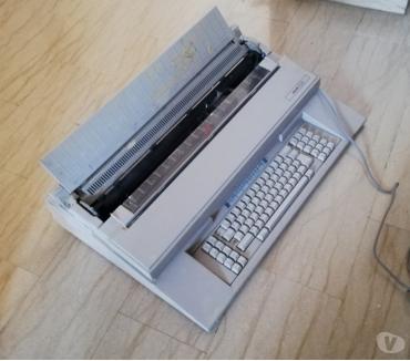 Foto di Vivastreet.it Macchina per scrivere Olivetti ET2450 per ricambi